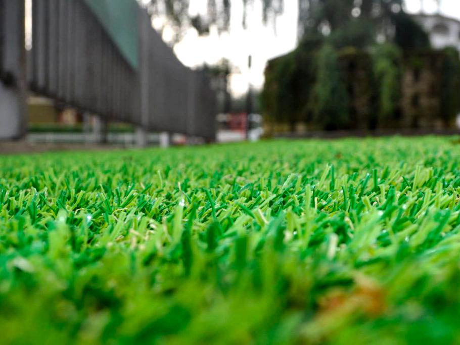 Perché un giardino in erba sintetica irriflor